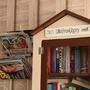 Boekenkast bij Doppio in Zelzate